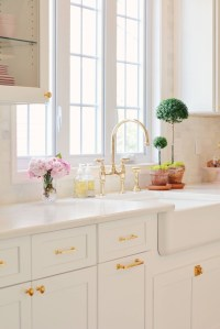 Upgrading Your Wall For Romantic Kitchen Decorations 38