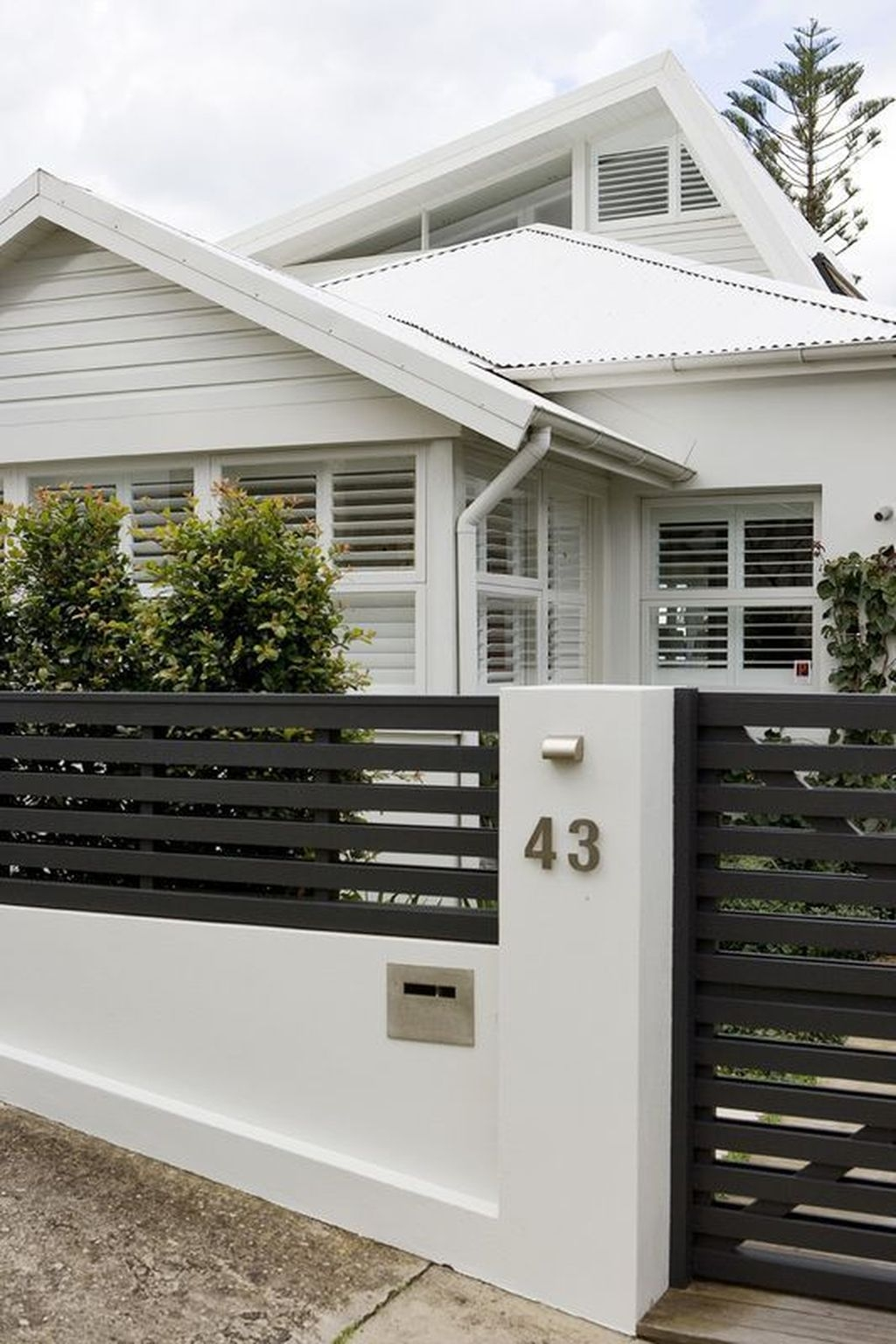 Front Yard Fence Ideas That You Need To Try 17