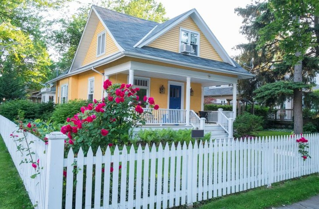 Front Yard Fence Ideas That You Need To Try 34