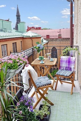 Popular Apartment Balcony Design For Small Spaces 35