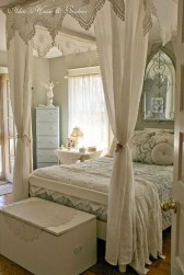 Romantic Bedroom With Canopy Beds 07
