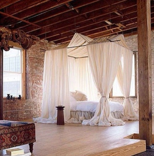 Romantic Bedroom With Canopy Beds 12