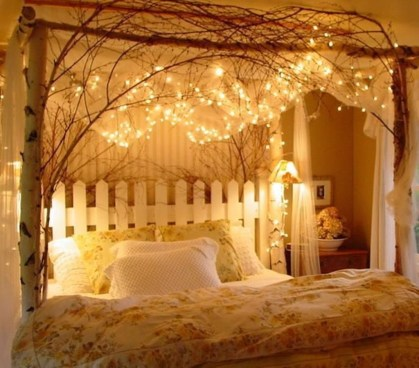 Romantic Bedroom With Canopy Beds 17