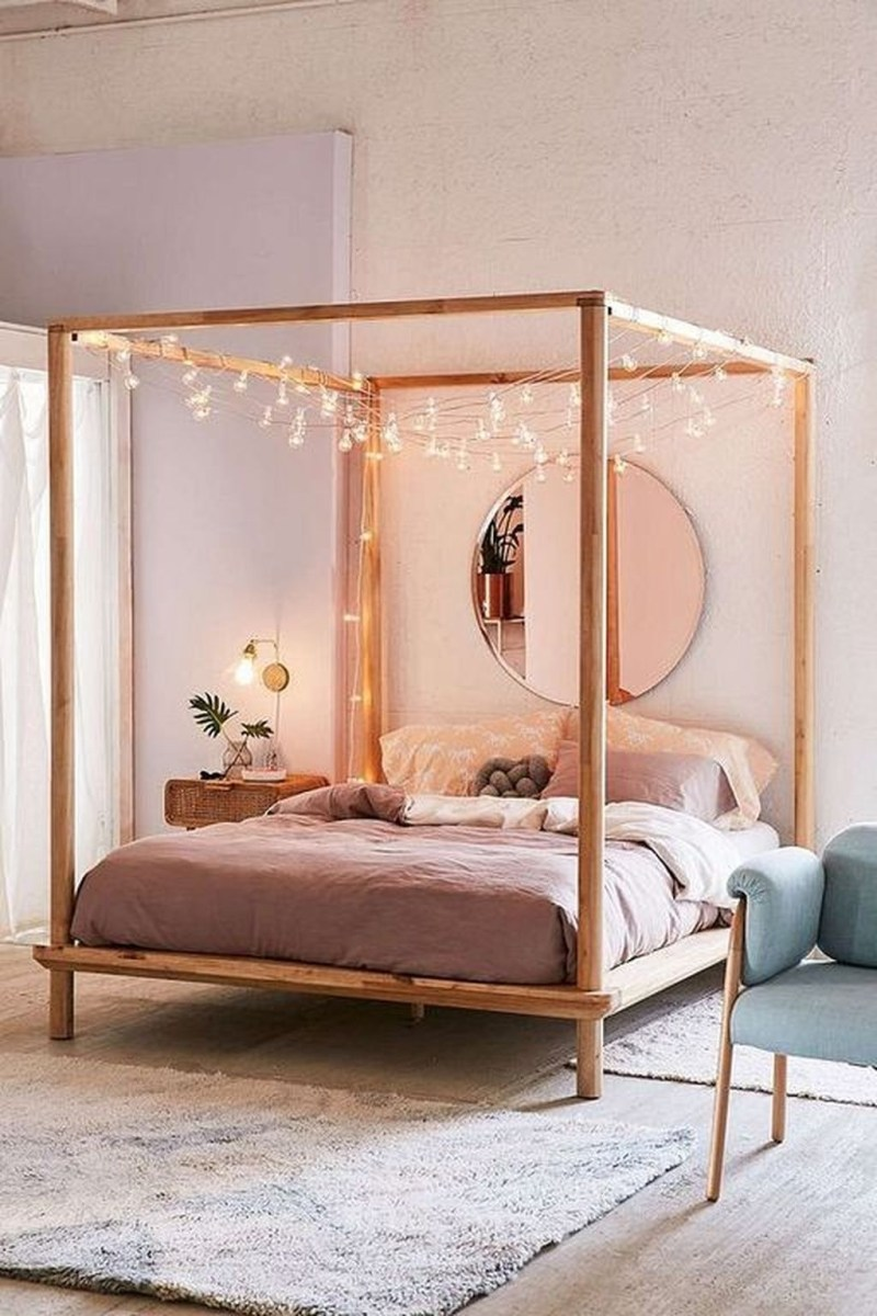 Romantic Bedroom With Canopy Beds 25