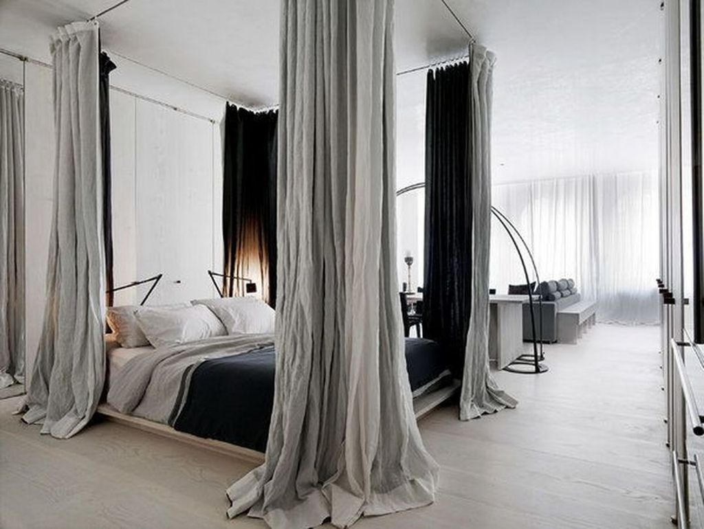 Romantic Bedroom With Canopy Beds 28