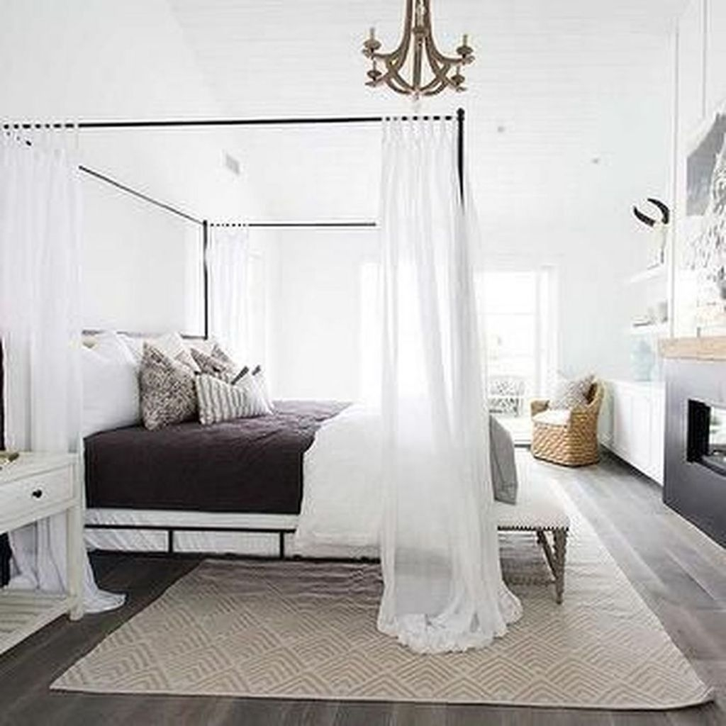 Romantic Bedroom With Canopy Beds 30