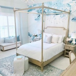 Romantic Bedroom With Canopy Beds 40