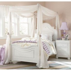 Romantic Bedroom With Canopy Beds 41