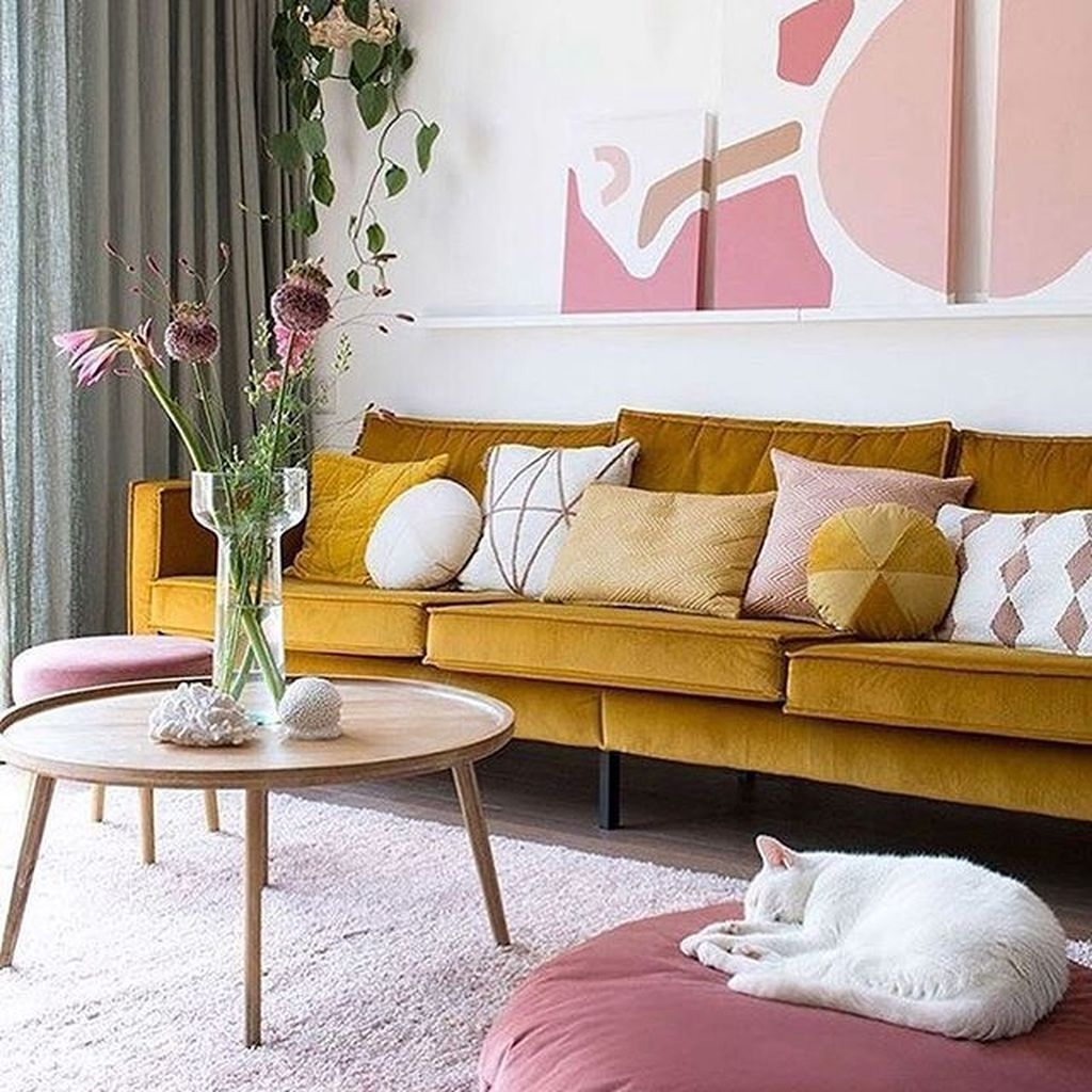 Lovely Pink Living Room Decor Ideas 07