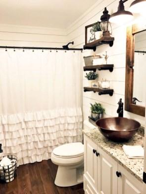 Perfect Rustic Farmhouse Bathroom Design Ideas 16