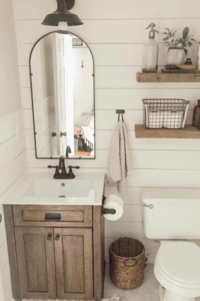 Perfect Rustic Farmhouse Bathroom Design Ideas 27