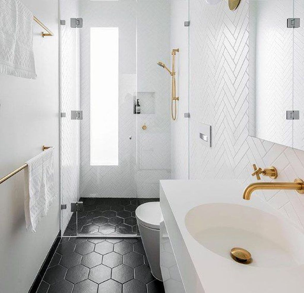 Amazing White Tile Bathroom Design Ideas Looks Elegant 17