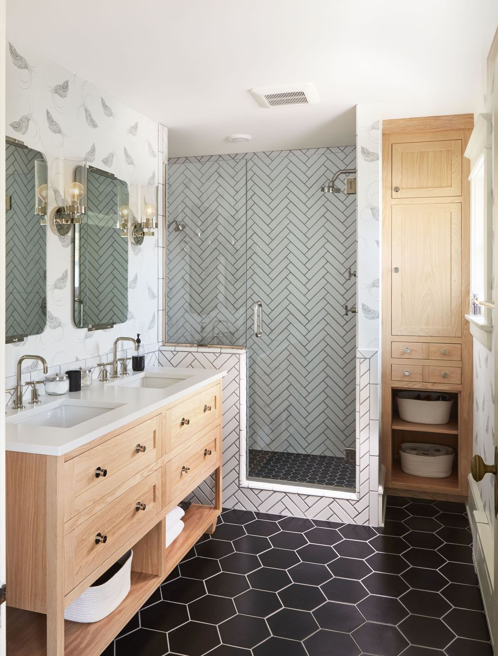 Amazing White Tile Bathroom Design Ideas Looks Elegant 24