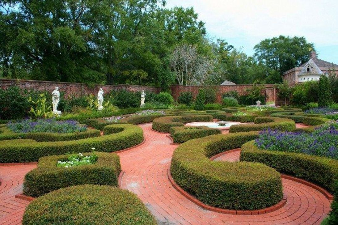 Beautiful Formal Garden Design Ideas 09