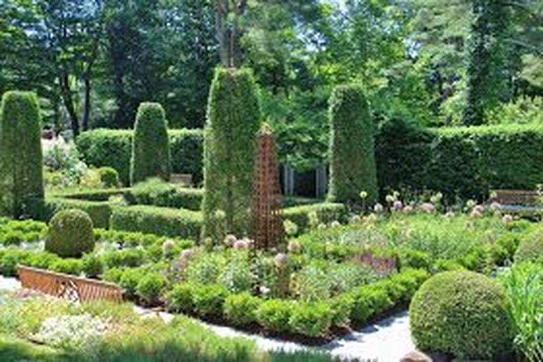 Beautiful Formal Garden Design Ideas 13