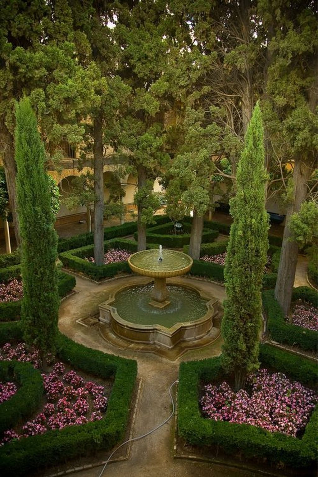 Beautiful Formal Garden Design Ideas 18