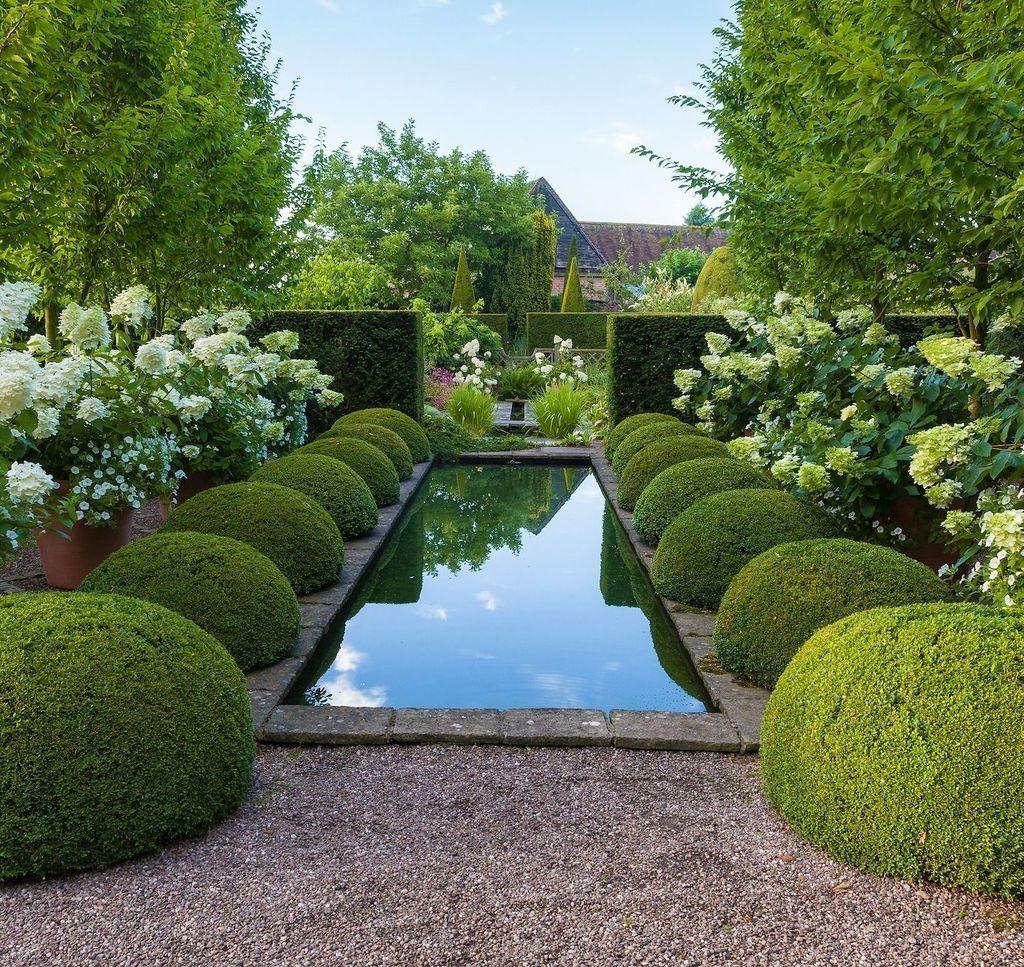 Beautiful Formal Garden Design Ideas 31