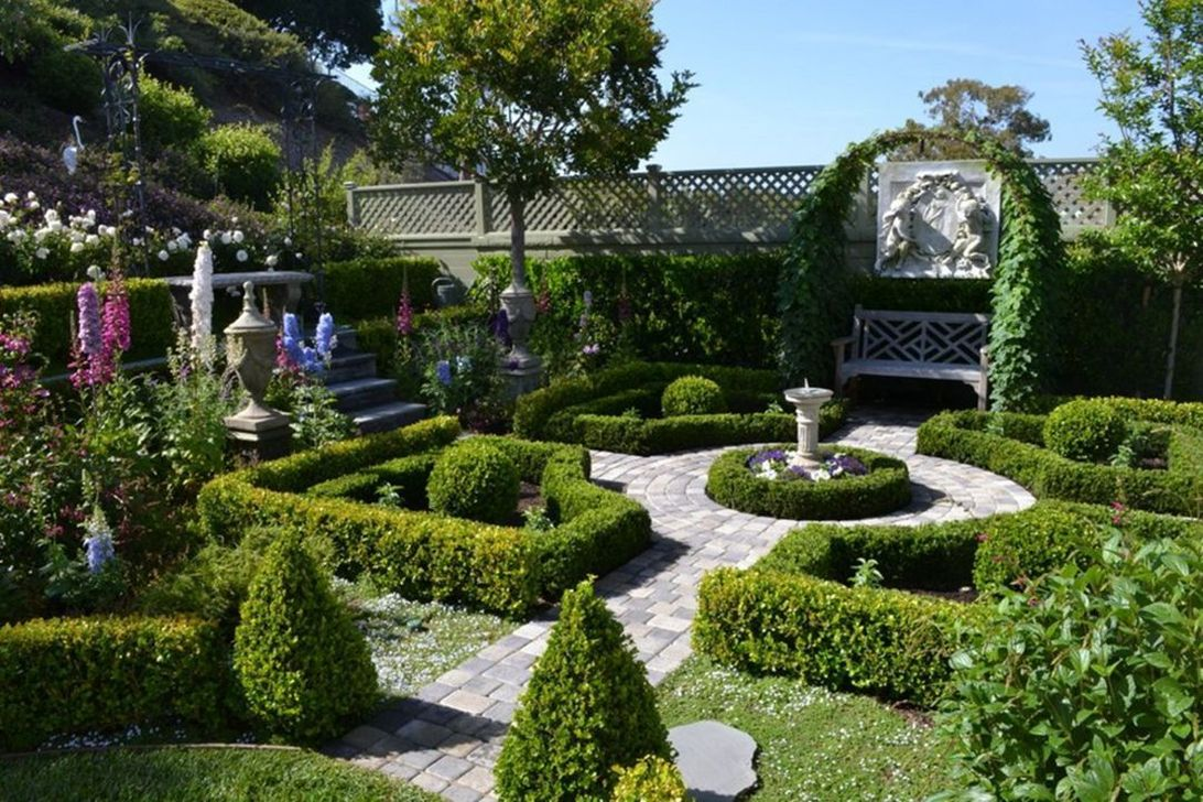 Beautiful Formal Garden Design Ideas 33