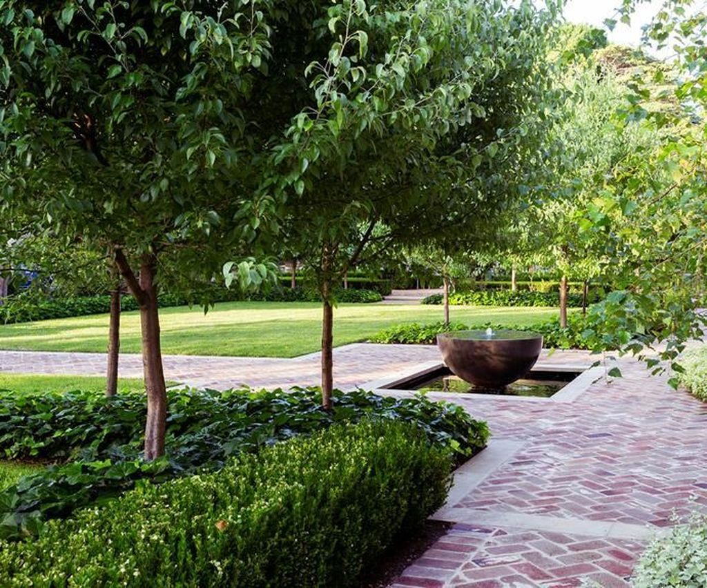 Beautiful Formal Garden Design Ideas 34