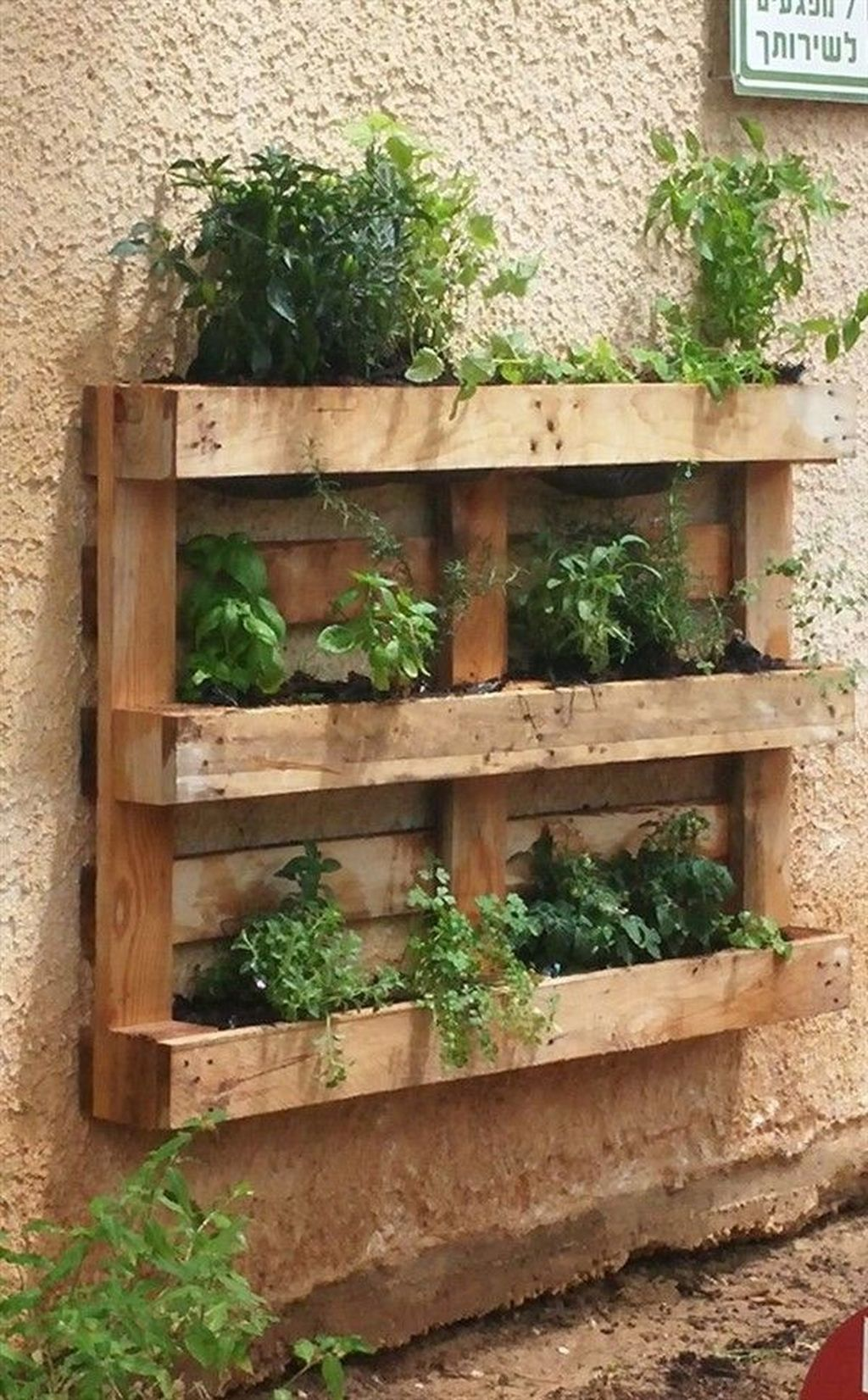 Fabulous Pallet Wall Decor Ideas To Beautify Your Interior 09