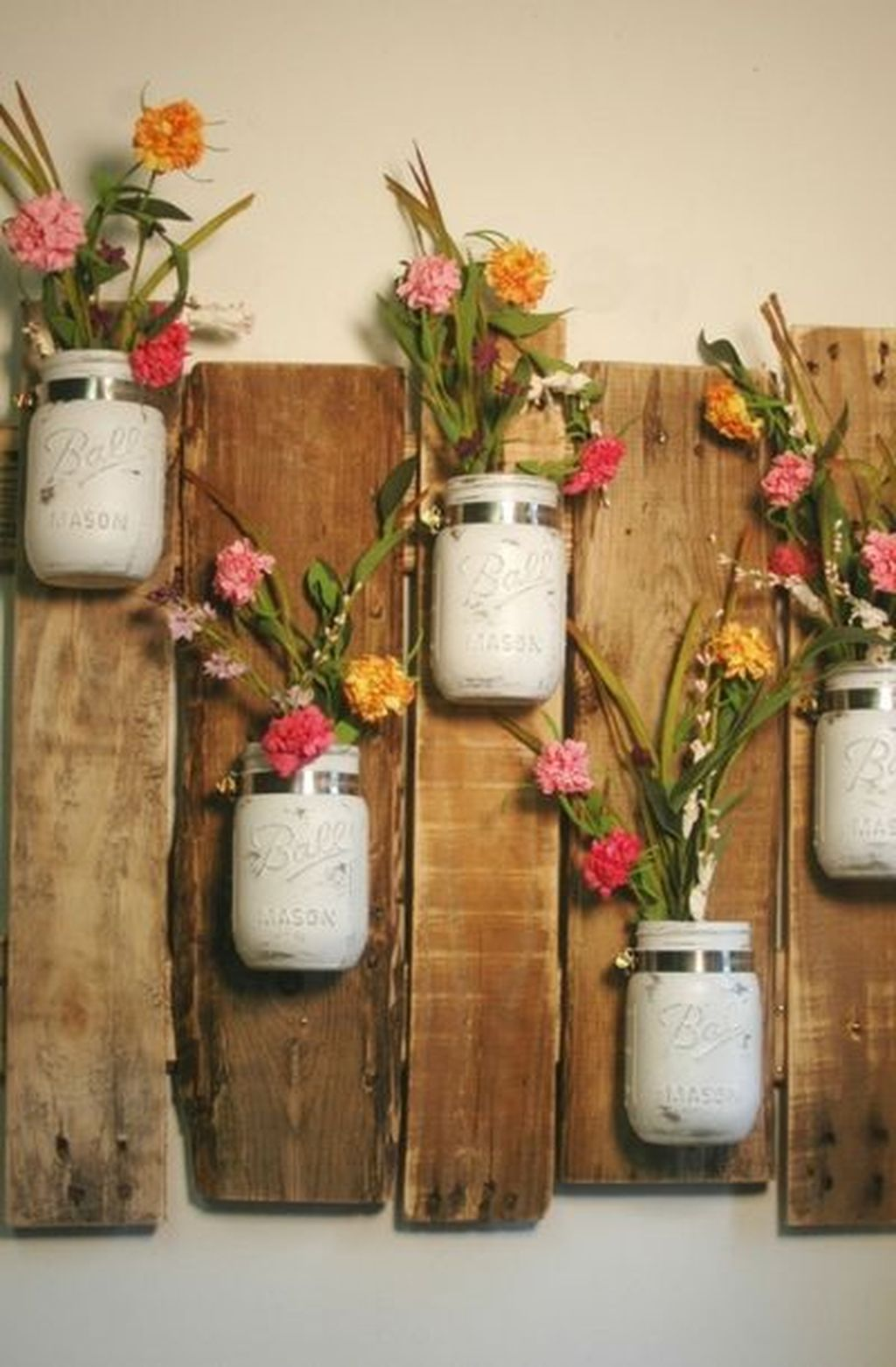 Fabulous Pallet Wall Decor Ideas To Beautify Your Interior 29