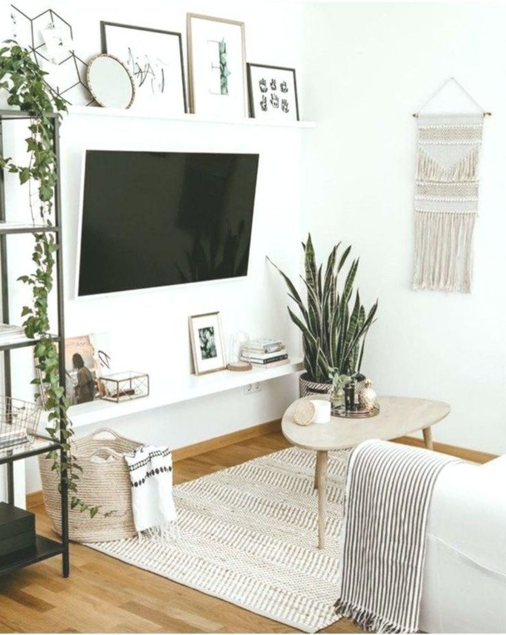 Fascinating Small Apartment Living Room Decor Ideas 05