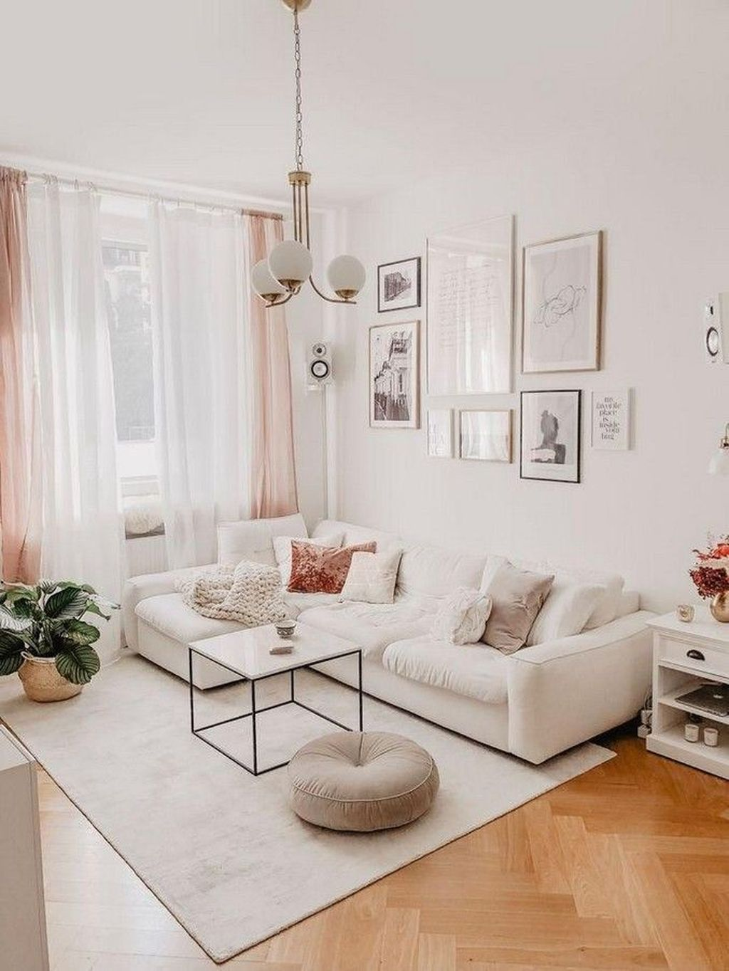 Fascinating Small Apartment Living Room Decor Ideas 21
