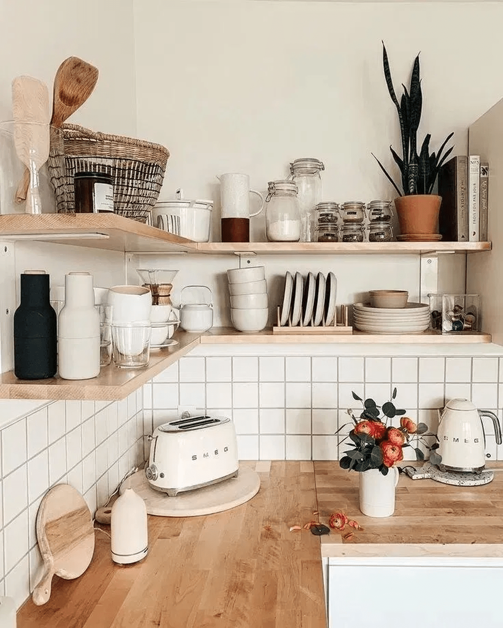 Gorgeous Kitchen Shelves Ideas You Must Have 05