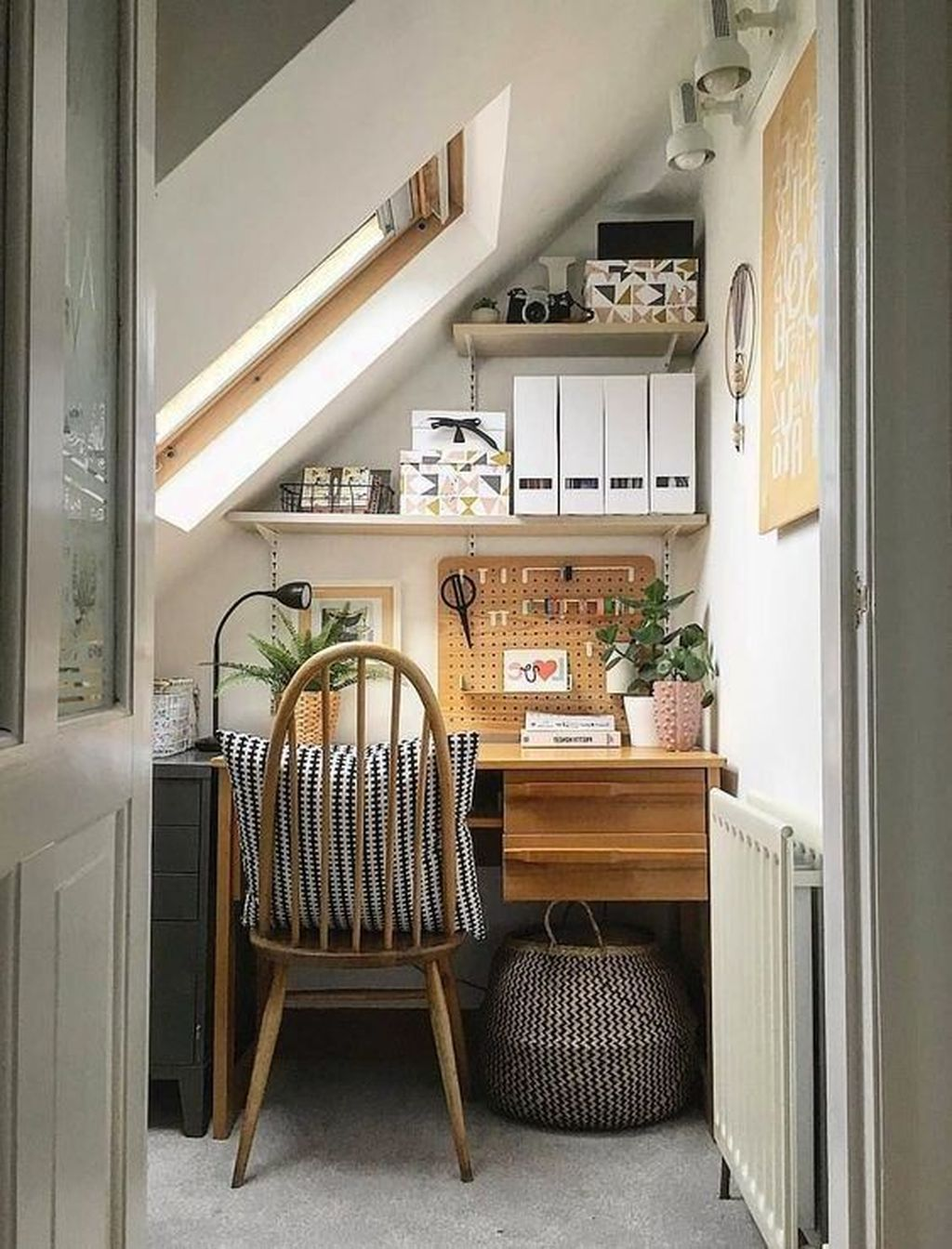 Inspiring Small Office Ideas For Small Space 27