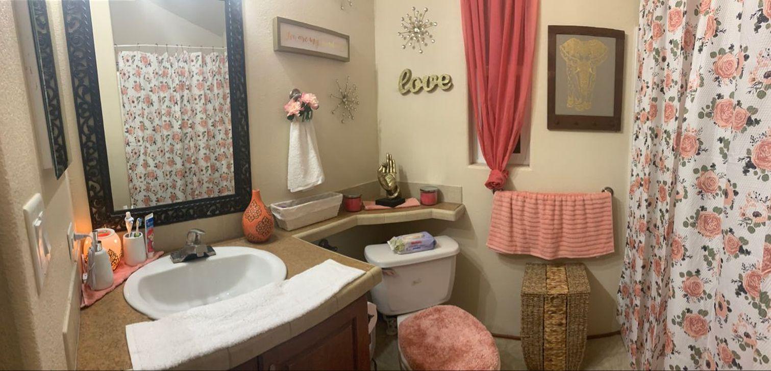 Affordable Coral Color Bathroom Decor Ideas 02