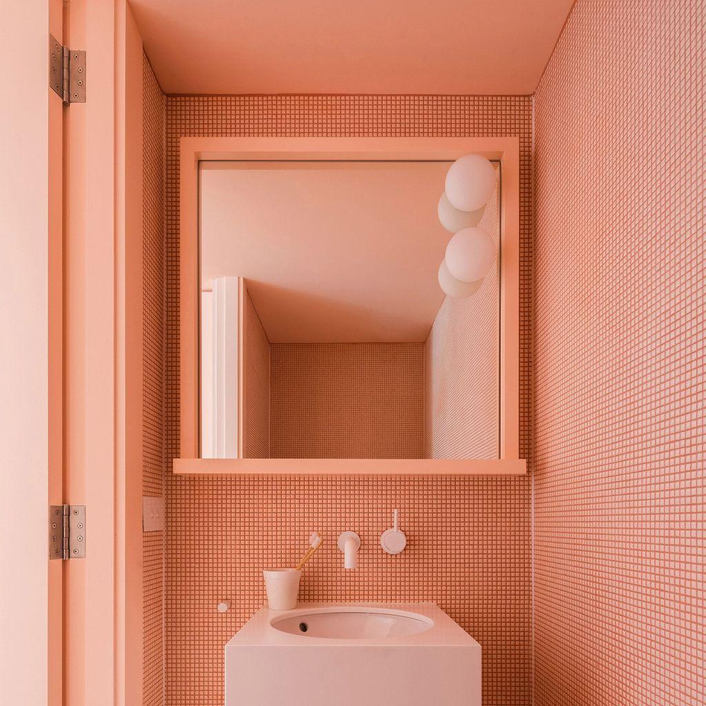 Affordable Coral Color Bathroom Decor Ideas 13