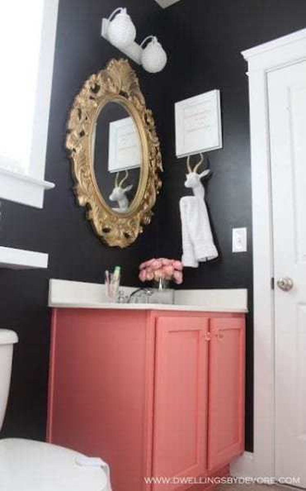Affordable Coral Color Bathroom Decor Ideas 15