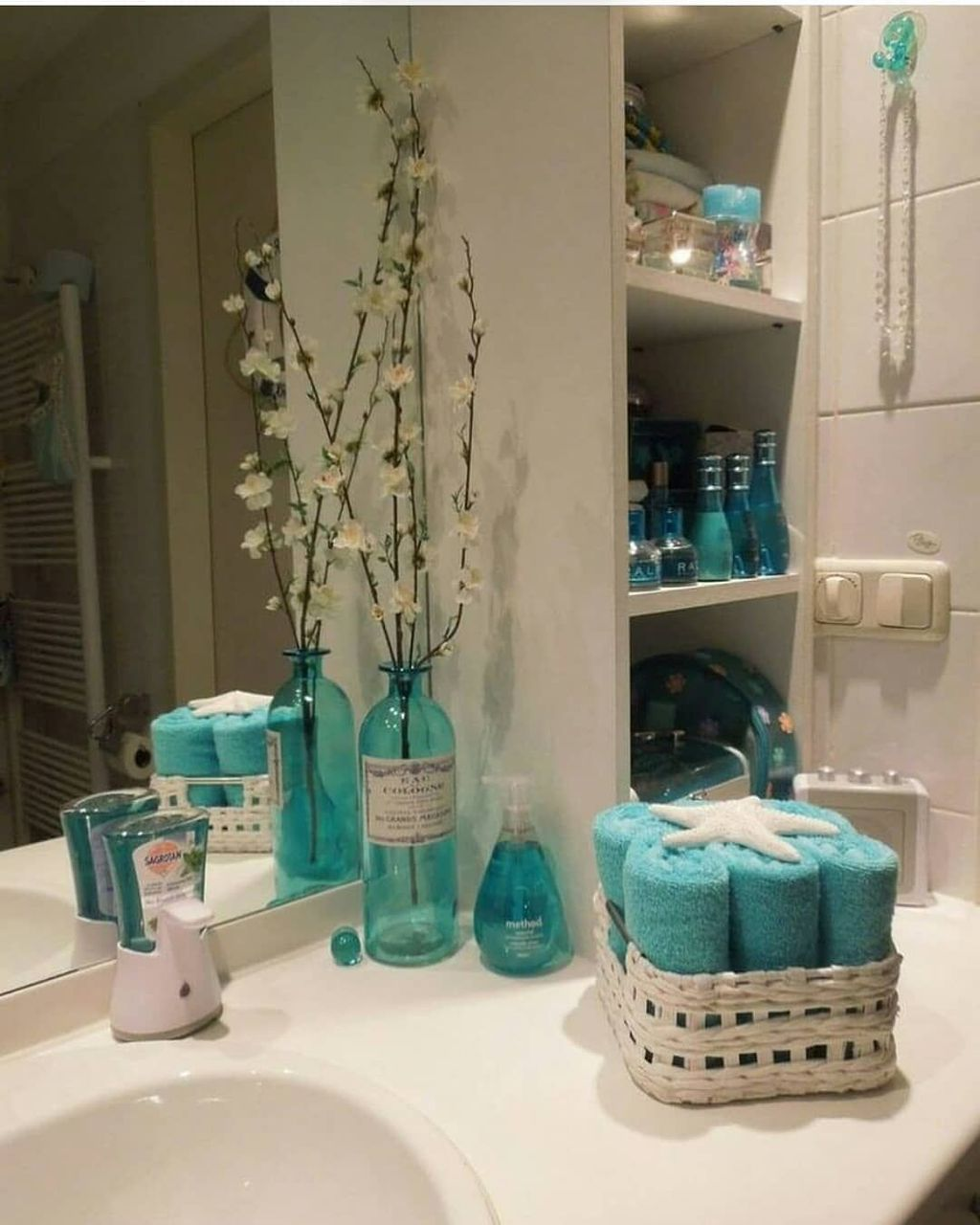 Affordable Coral Color Bathroom Decor Ideas 27