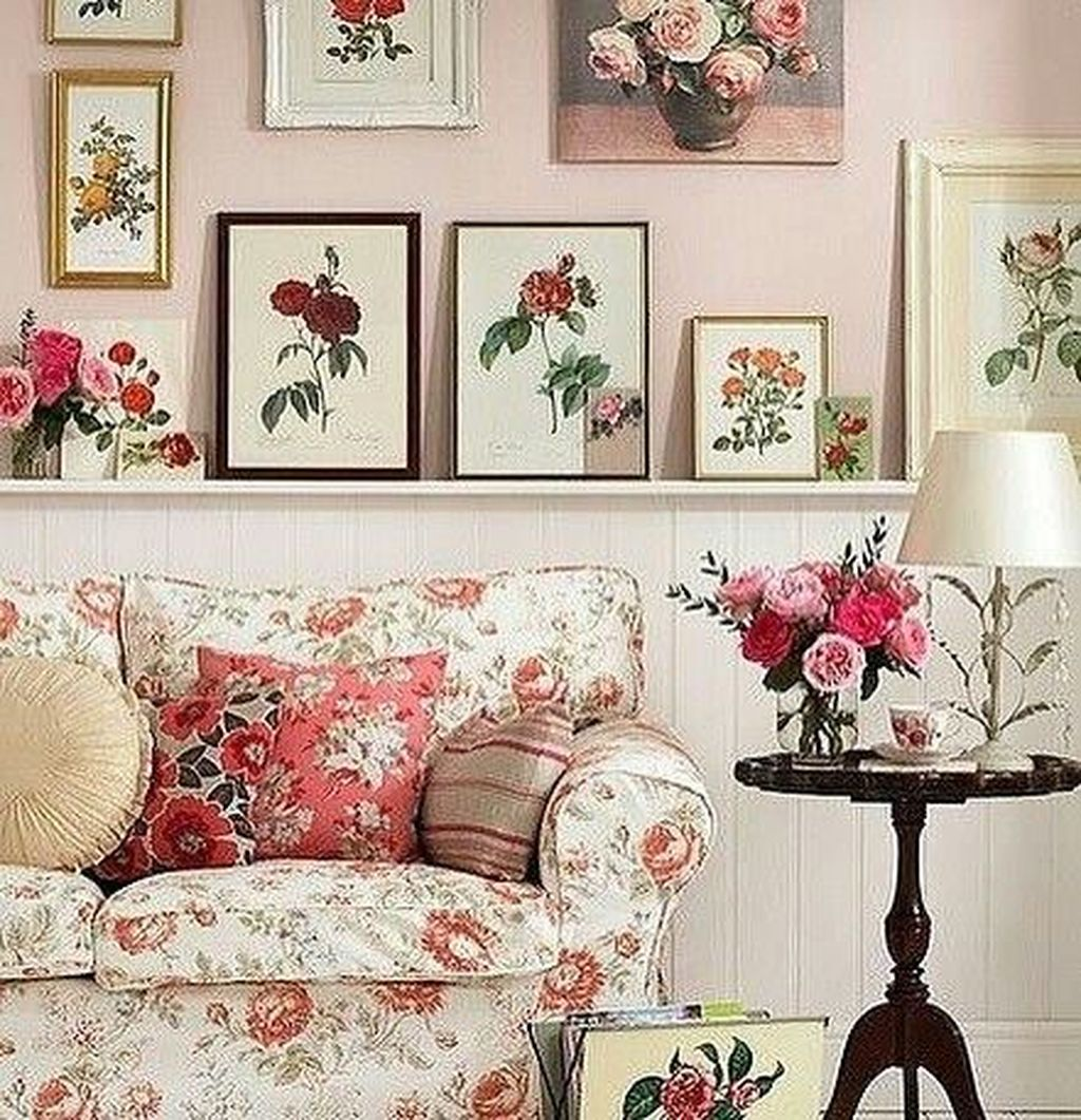 Amazing Floral Living Room Decor Ideas That You Will Love 14