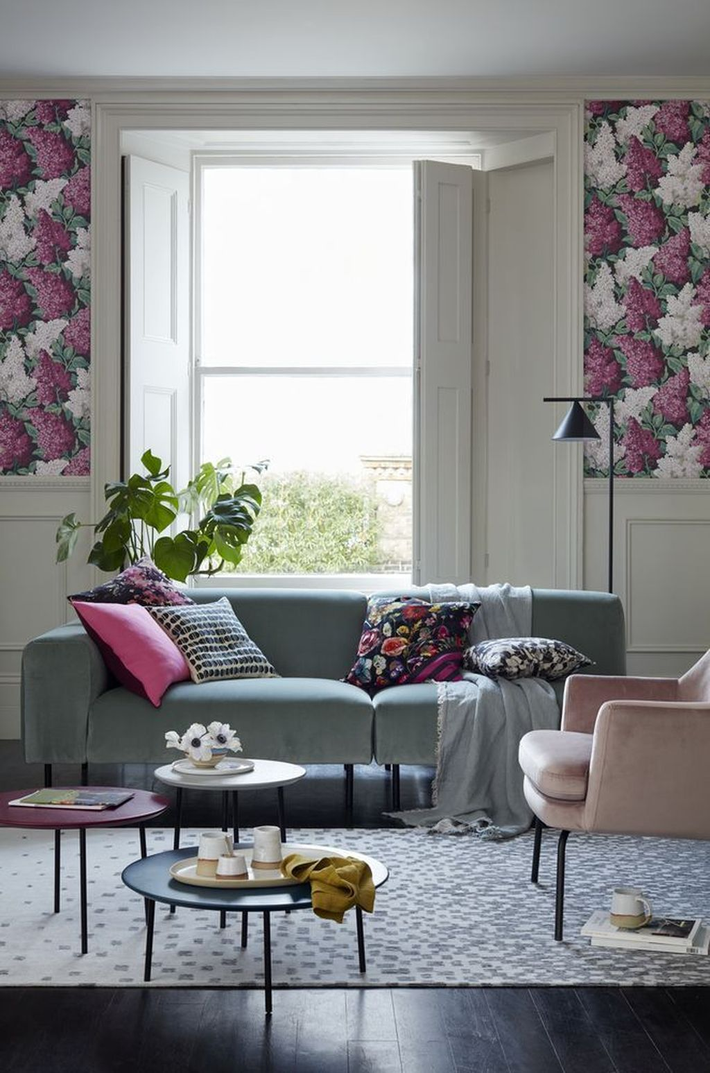 Amazing Floral Living Room Decor Ideas That You Will Love 34