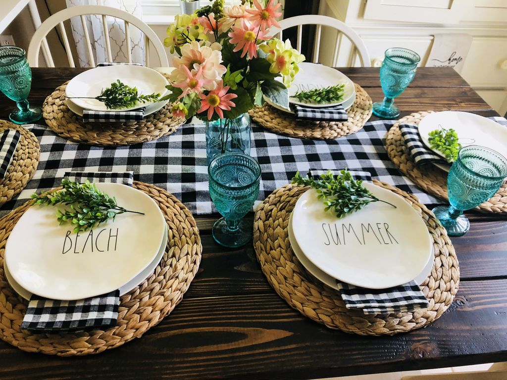 Amazing Summer Tablescapes For Dining Room Decor 09