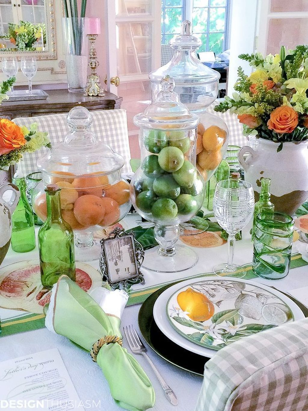 Amazing Summer Tablescapes For Dining Room Decor 20