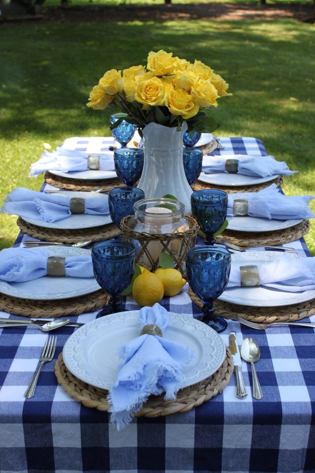 Amazing Summer Tablescapes For Dining Room Decor 22