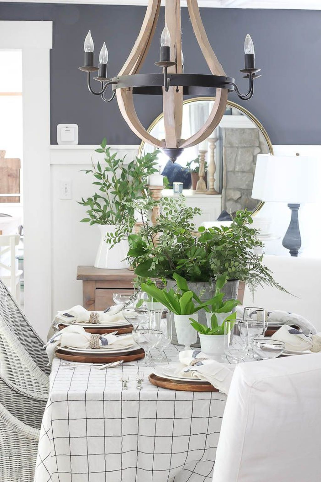 Amazing Summer Tablescapes For Dining Room Decor 23