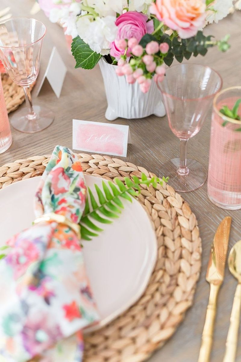 Amazing Summer Tablescapes For Dining Room Decor 27