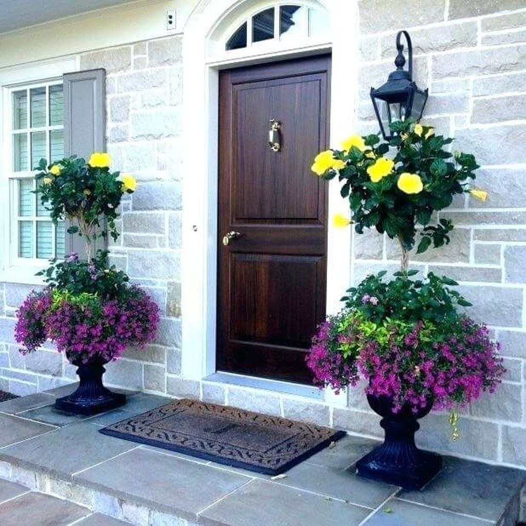 Beautiful Summer Planters Ideas For Front Door Decor 05