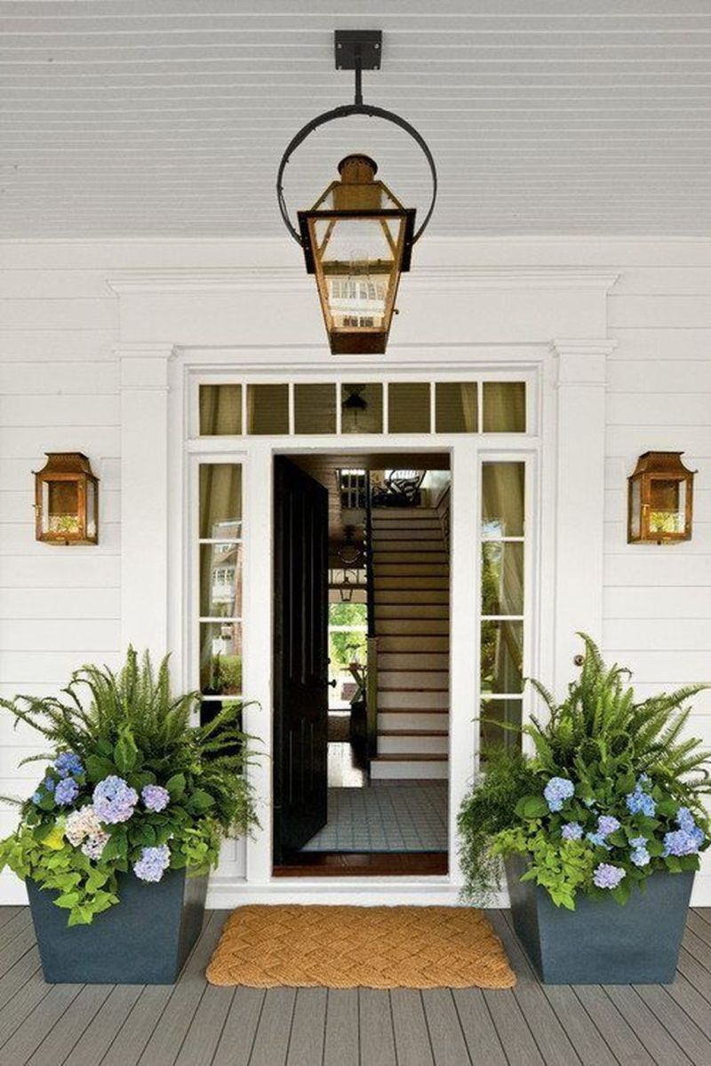 Beautiful Summer Planters Ideas For Front Door Decor 11
