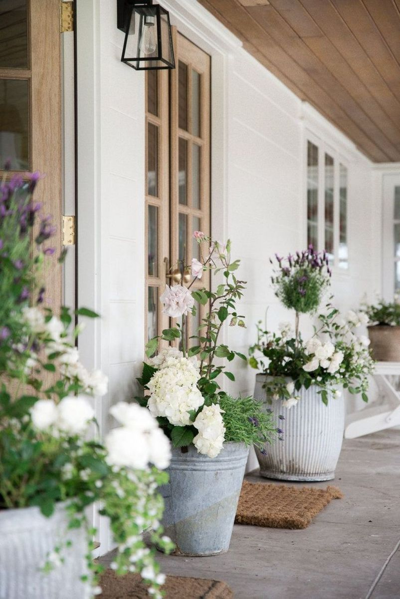 Beautiful Summer Planters Ideas For Front Door Decor 16