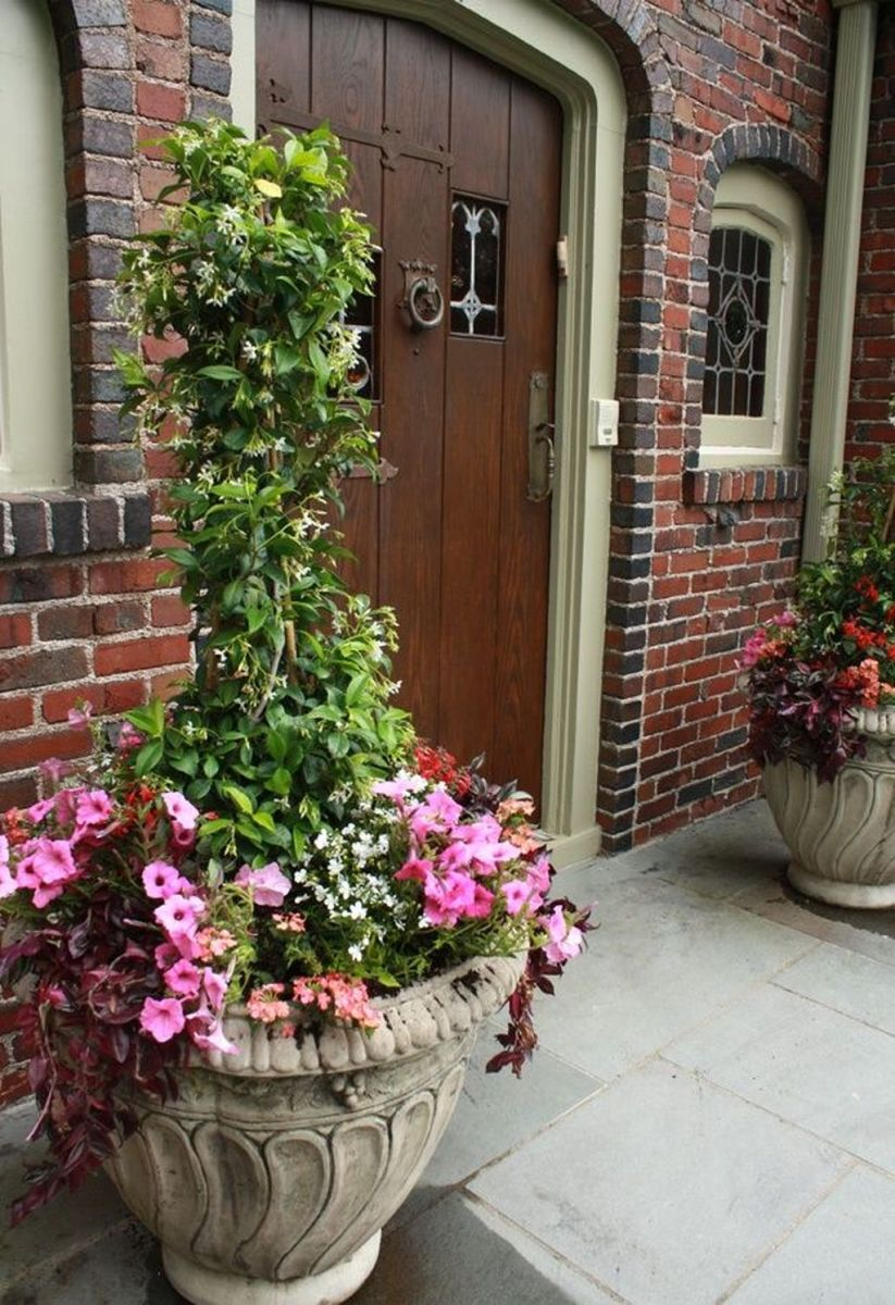 Beautiful Summer Planters Ideas For Front Door Decor 26