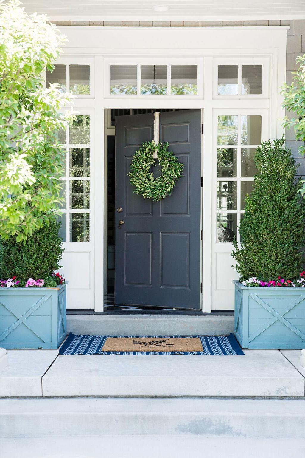 Beautiful Summer Planters Ideas For Front Door Decor 27