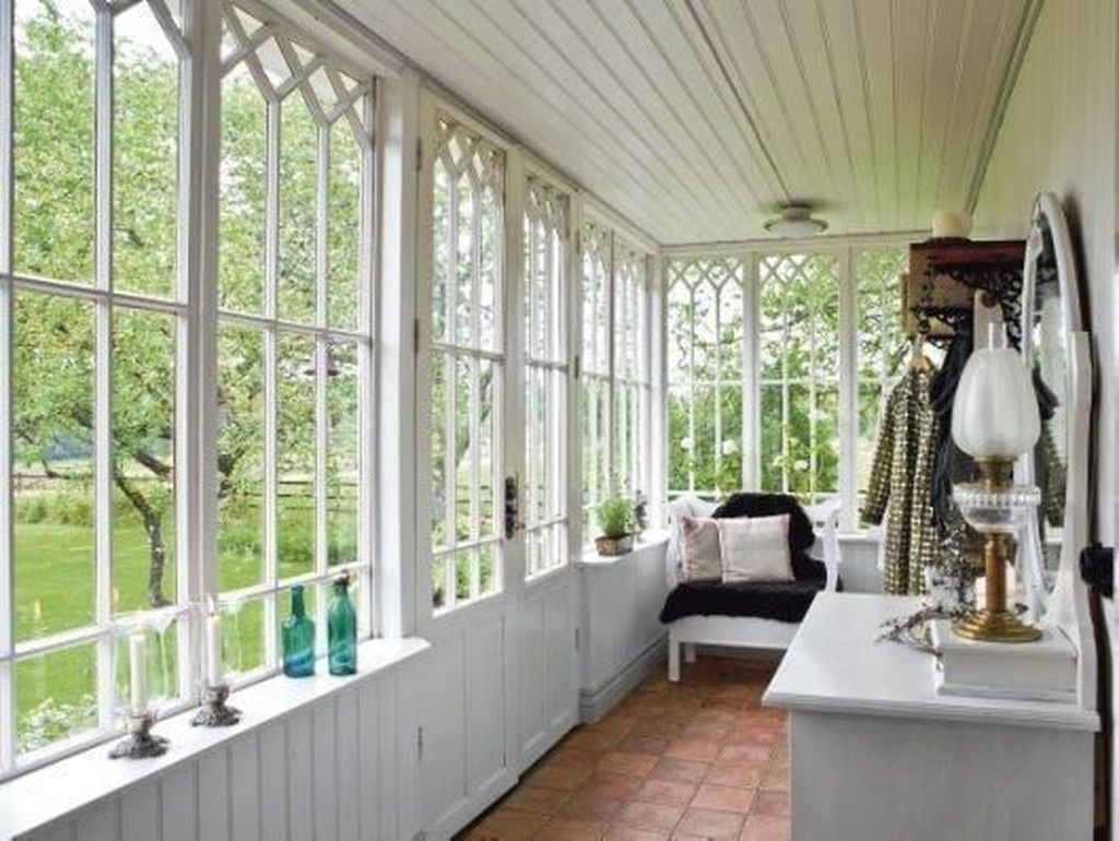 Charming Small Sunroom Decorating Ideas You Must Try 09
