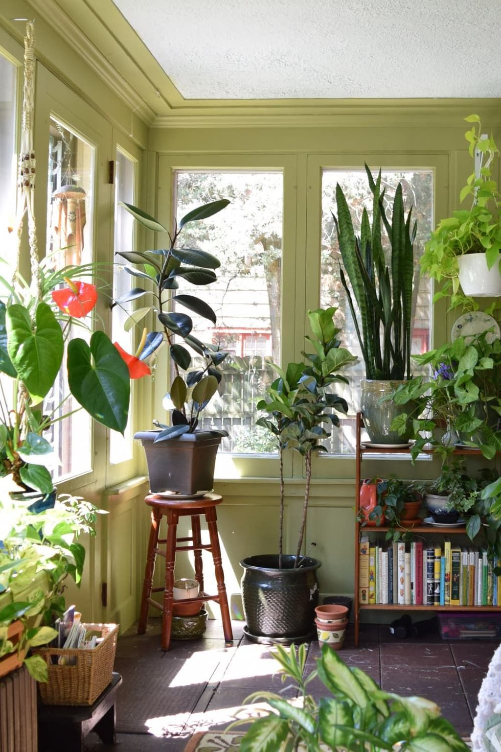 Charming Small Sunroom Decorating Ideas You Must Try 10