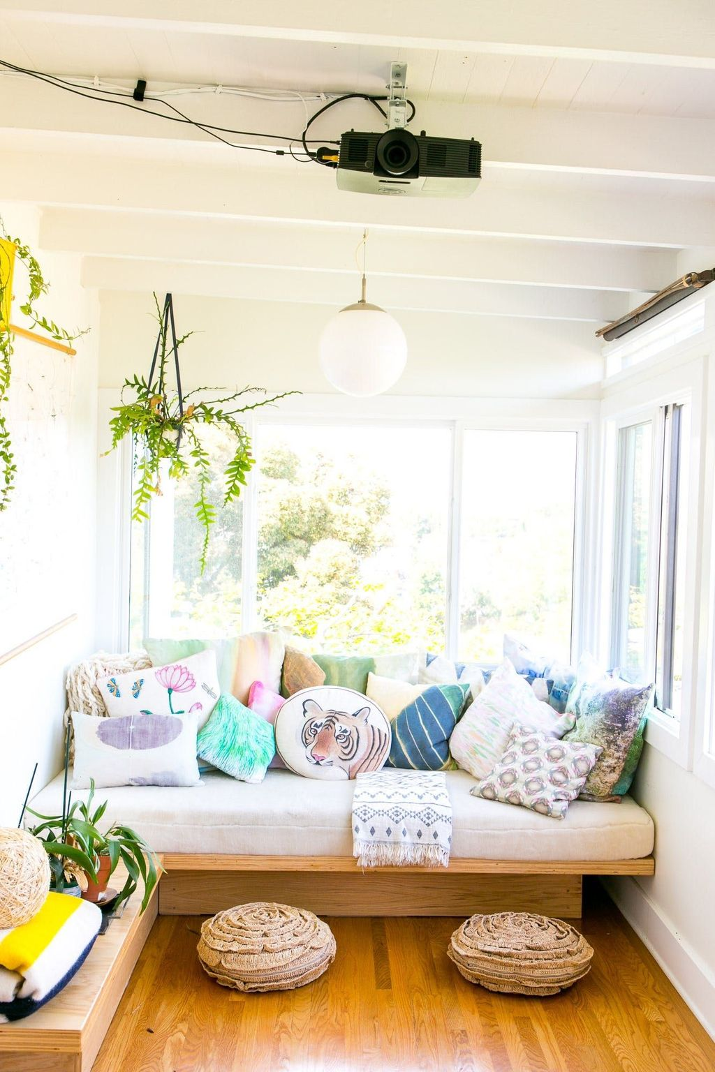 Charming Small Sunroom Decorating Ideas You Must Try 14