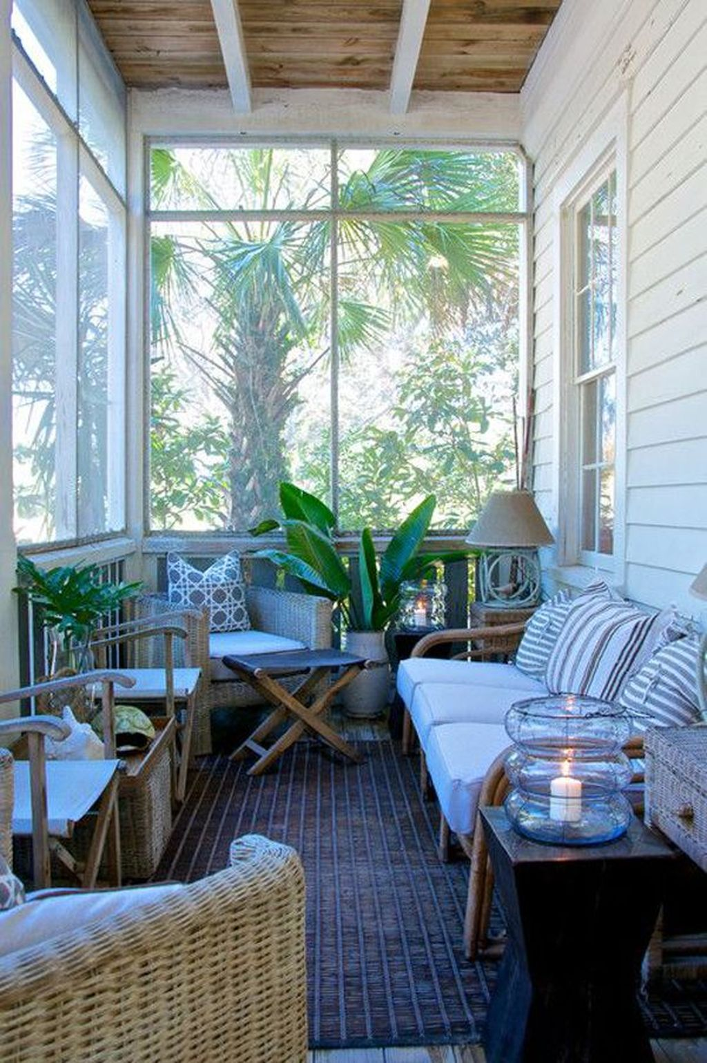 Charming Small Sunroom Decorating Ideas You Must Try 19