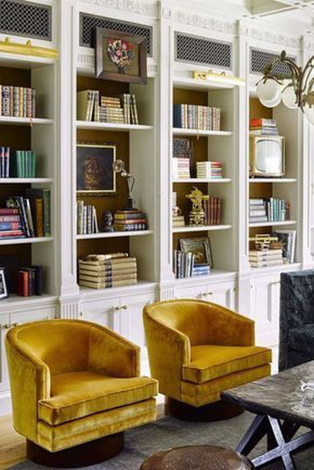 Charming Yellow Interior Design Ideas Best For Summer 32